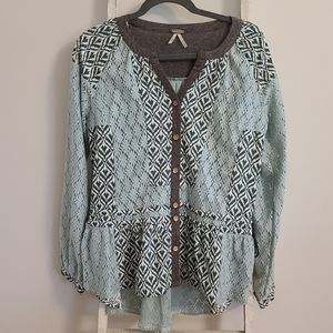 Gimmick BKE♡ Button front crochet split neck top